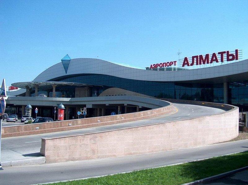 Здание пассажирского терминала в аэропорту г. Алматы