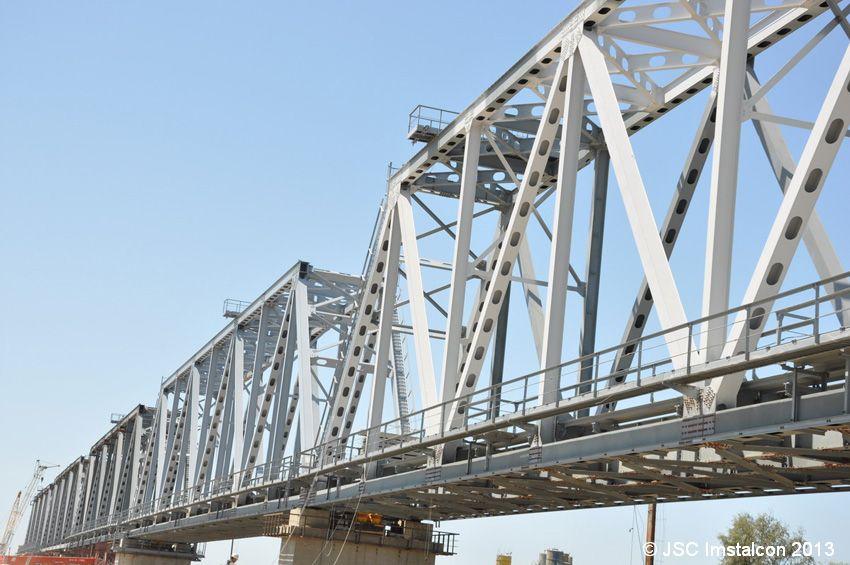 Железнодорожный мост через реку Иле
